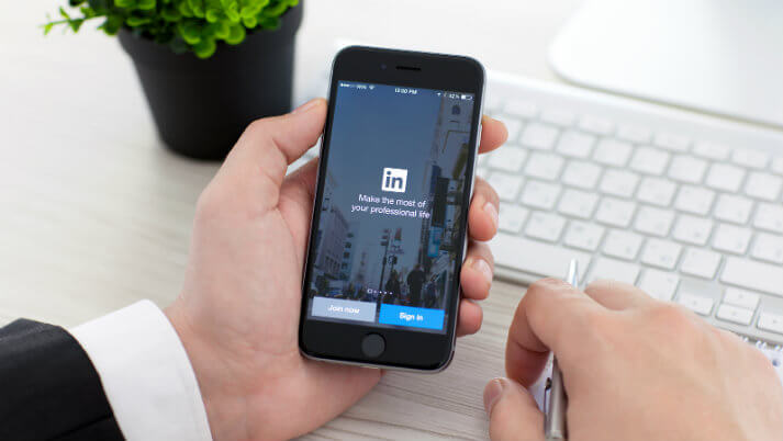 HR Recruiters Tapping into Social Networks